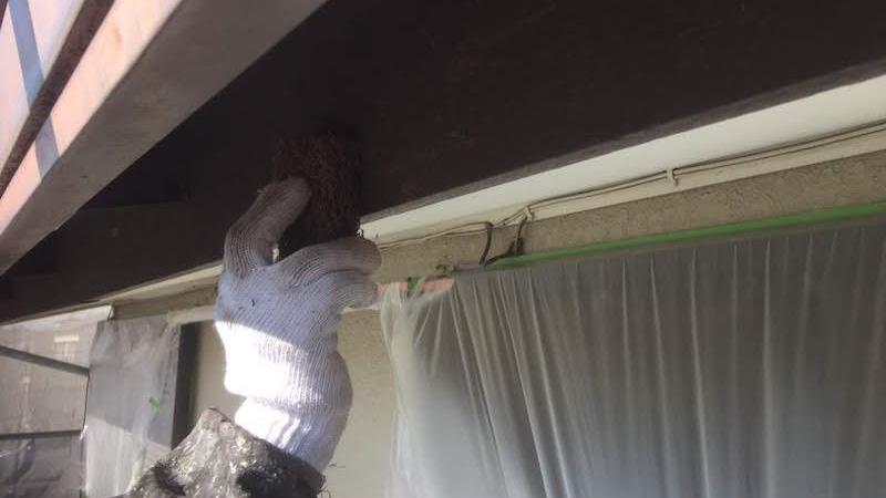 破風板のケレン作業