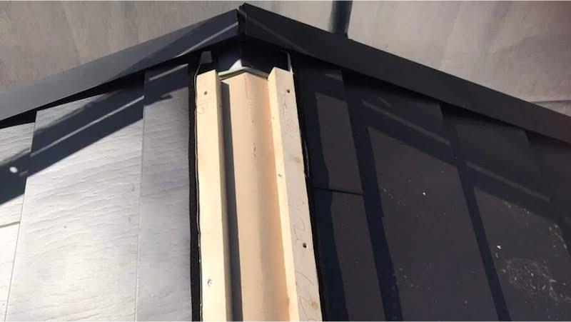 ガルバリウム鋼板屋根の棟下地の設置