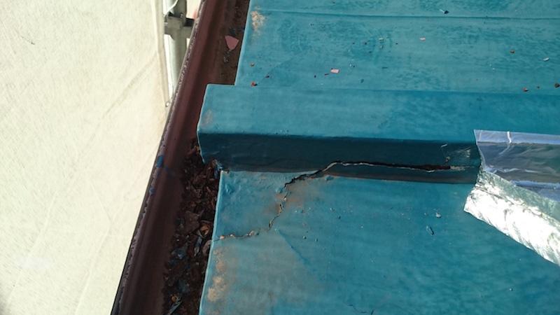 下屋根のトタンの劣化症状