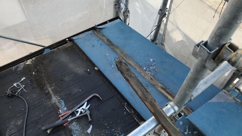 トタン屋根材の剥がし