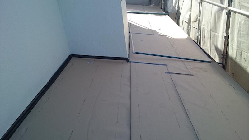 下屋根のルーフィングの設置