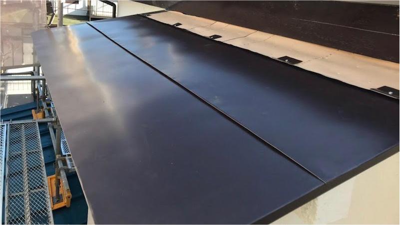 霧避けの屋根材の設置