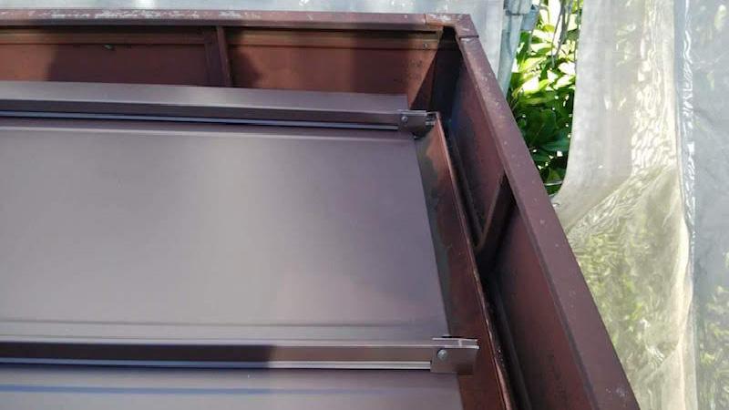 屋根板金カバーの設置