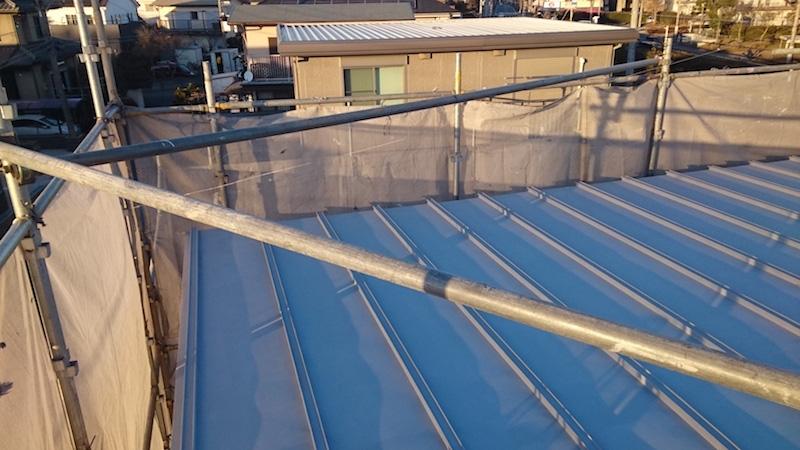 屋根塗装工事の錆止め塗装