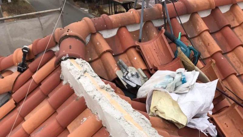 屋根の葺き直し工事の漆喰の施工