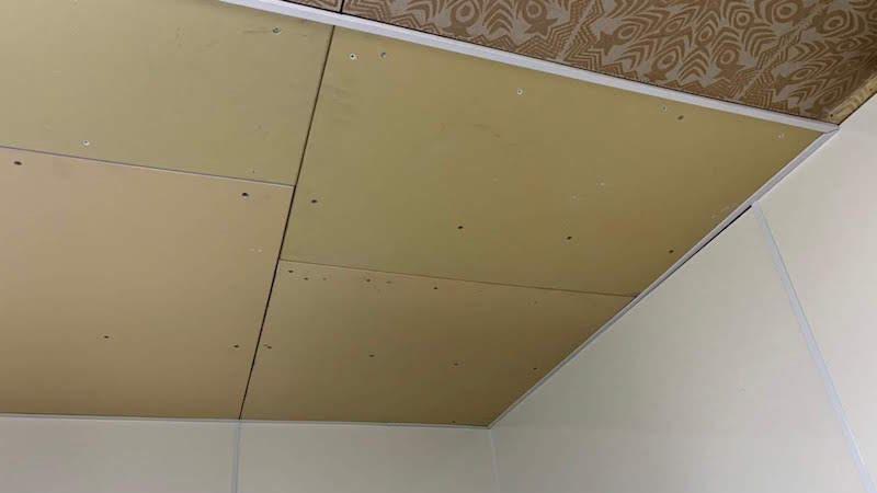 天井ボードの設置