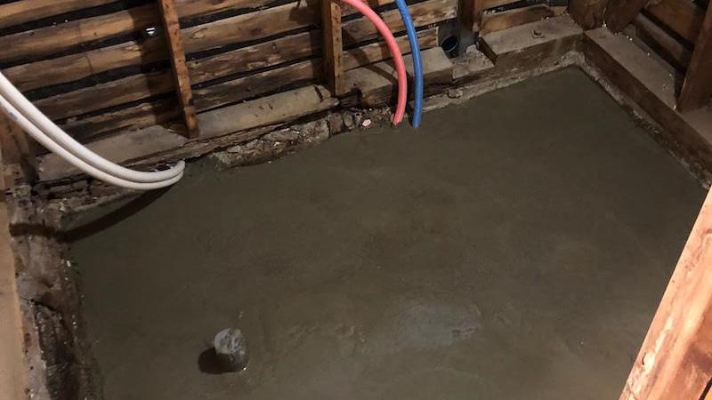 浴室の土間コンクリート打設