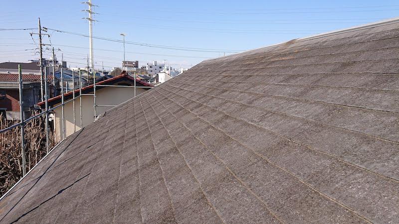 コケ・カビの発生したスレート屋根