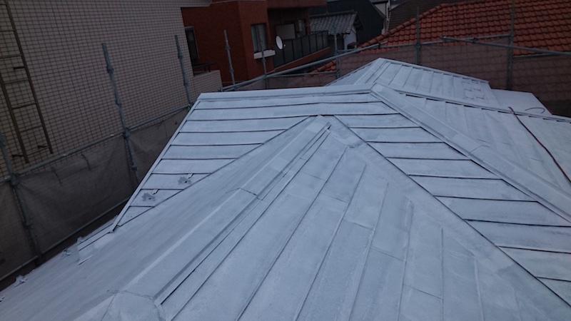 屋根塗装工事の下塗り