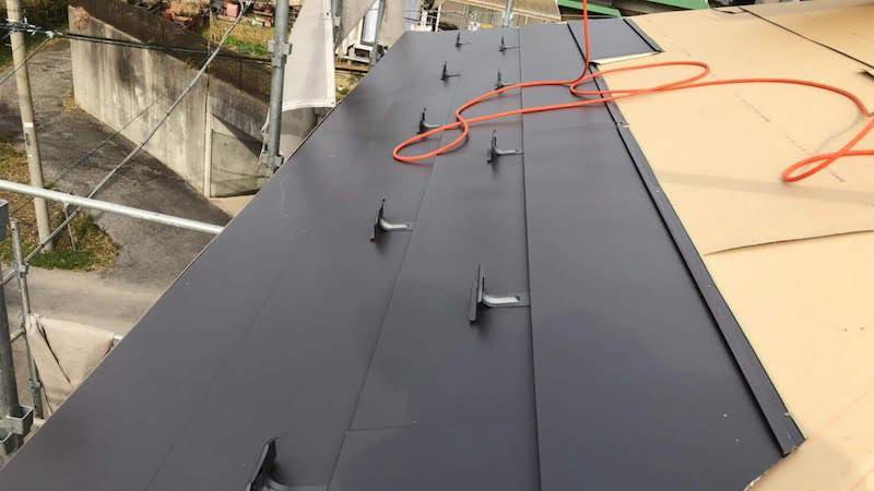 柏市の瓦屋根の葺き替え工事の屋根本体の施工