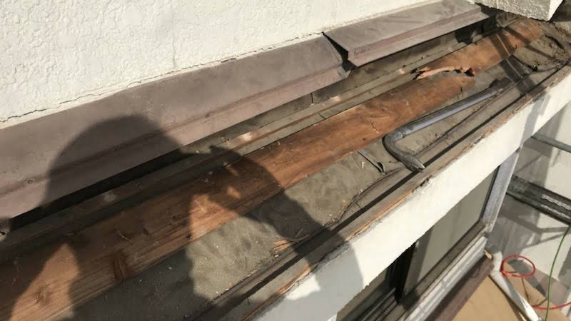 屋根葺き替え工事の下屋根の屋根材の撤去