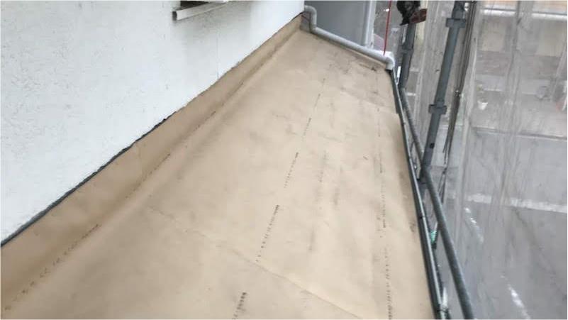 屋根葺き替え工事のルーフィングの設置