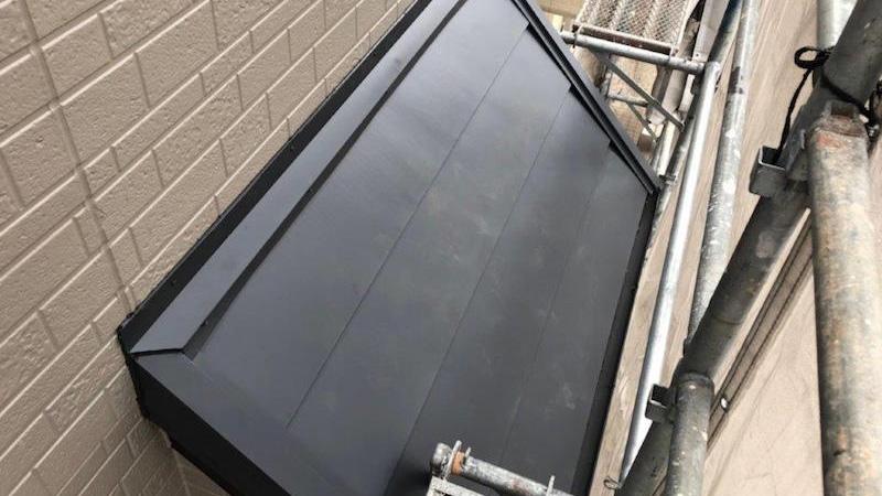 下屋根のカバー工法の施工後の様子
