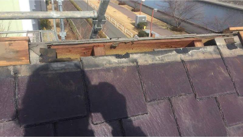 屋根カバー工法の棟下地の撤去