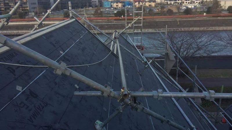 屋根カバー工法の棟下地の設置