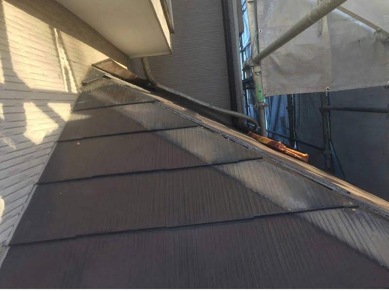 下屋根の棟板金の撤去
