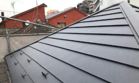 横浜市の屋根カバー工法リフォームの様子