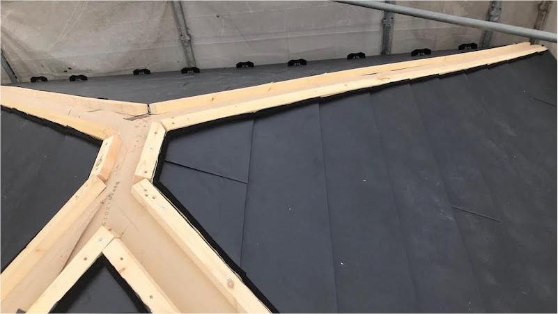 屋根カバー工法の屋根本体の施工