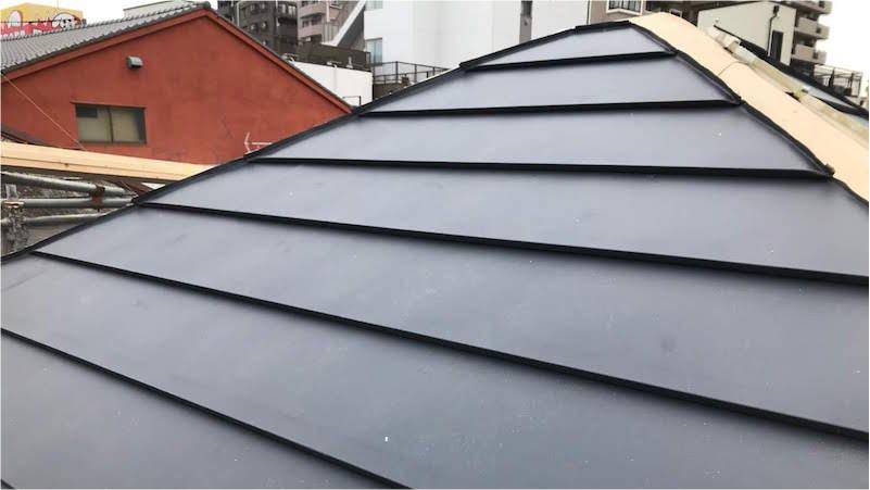 屋根カバー工法の屋根材の施工