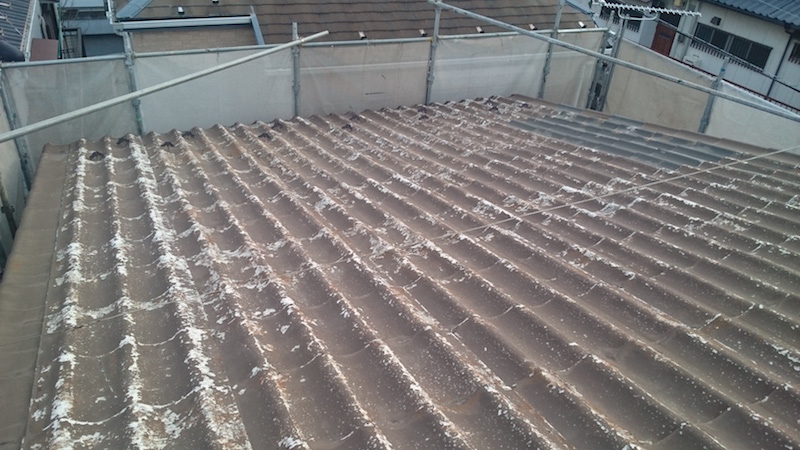 大屋根の施工前の波板スレートの状態