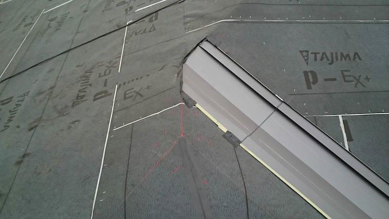 屋根葺き替え工事の谷樋の設置