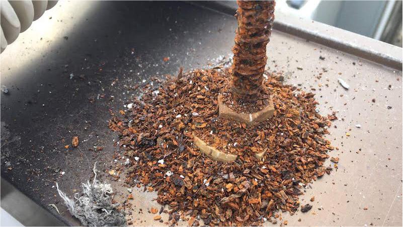 錆が発生した笠木の固定金具