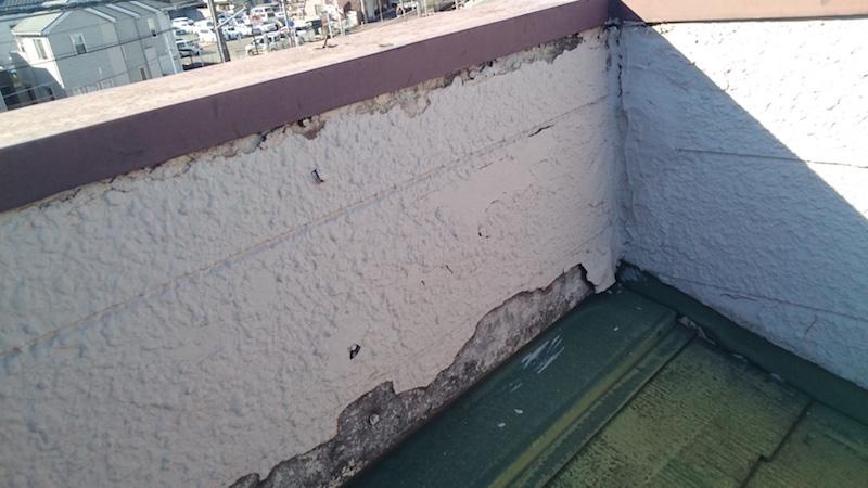 外壁材が剥がれたパラペット