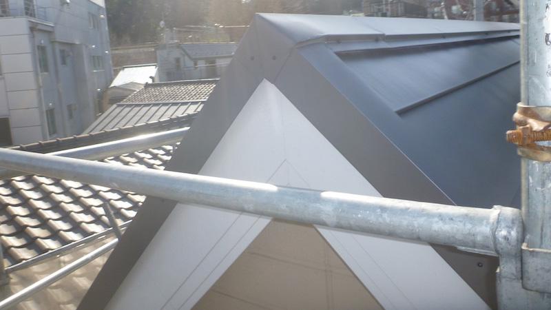 屋根カバー工法施工後のケラバ水切り