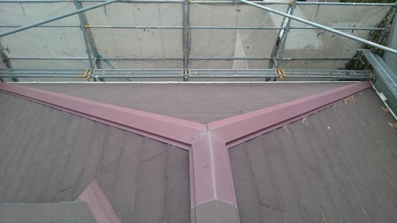 チョーキング現象が発生している施工前のスレート屋根