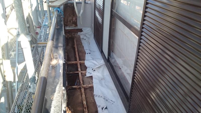 ベランダの防水層の解体