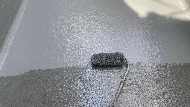 ベランダ防水工事のトップコートの施工