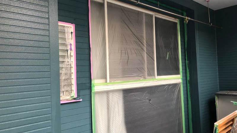 外壁塗装の中塗り塗り
