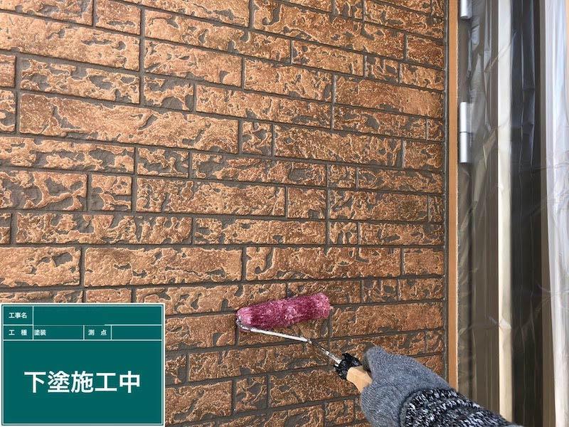 外壁塗装の下塗りの様子