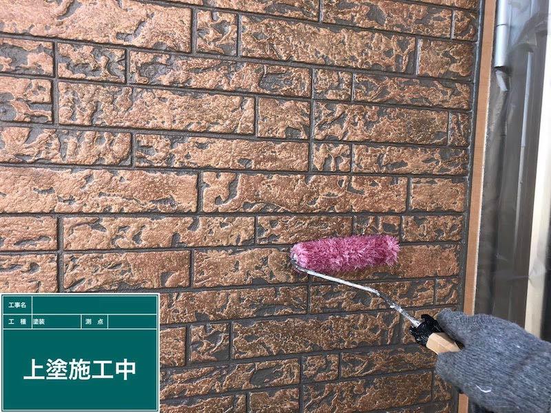 外壁塗装の上塗りの様子