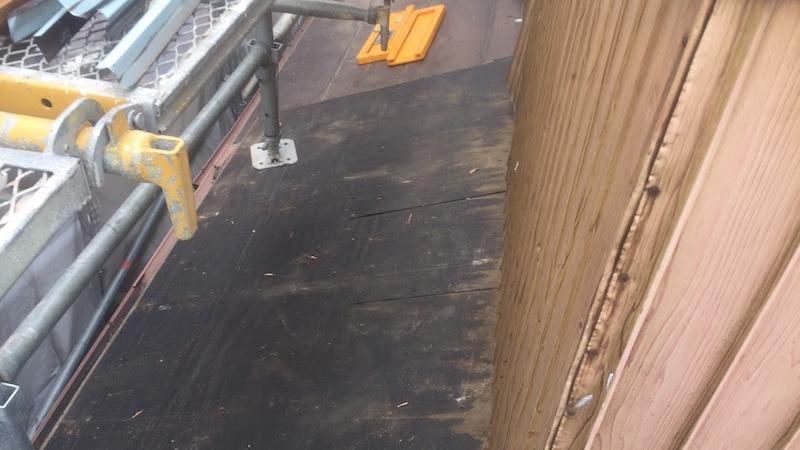 下屋根のルーフィング解体