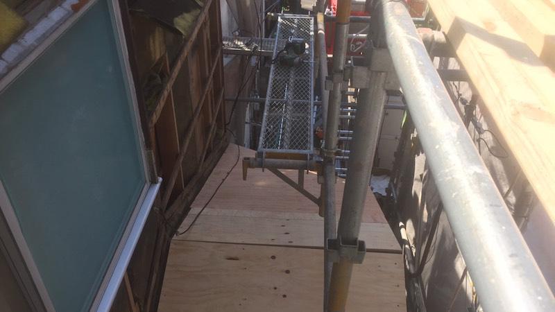 下屋根のコンパネの施工