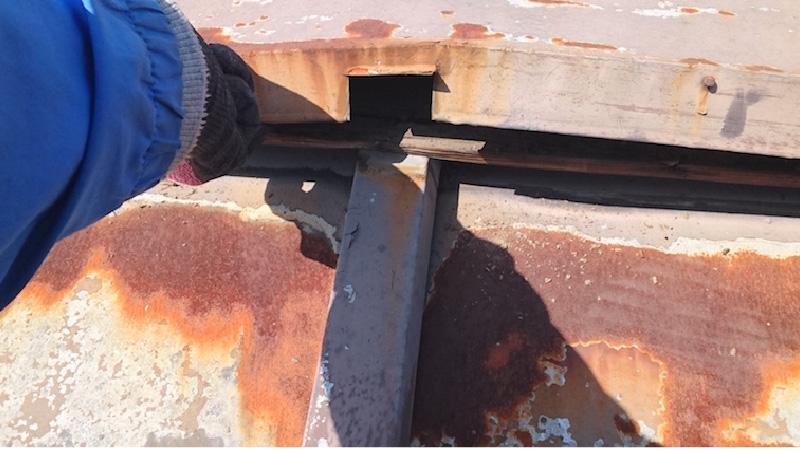 浮いた屋根板金カバー
