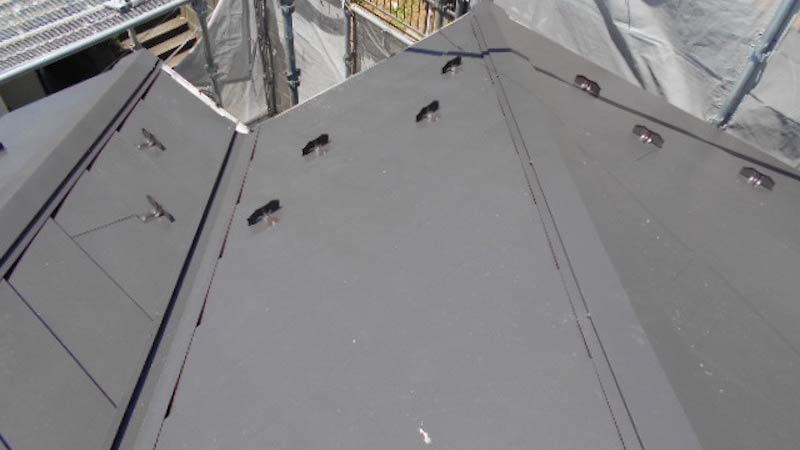 日本瓦の屋根の葺き替え工事の施工後の様子
