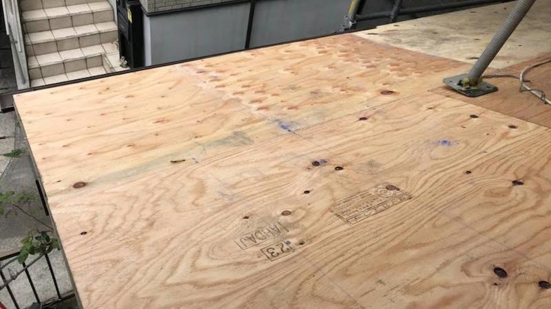 屋根葺き替え工事のお野地板の設置