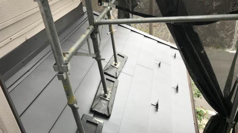 屋根葺き替え工事の下屋根の施工