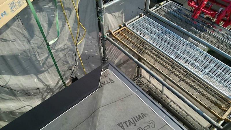 ガルバリウム鋼板のスターターの取り付け