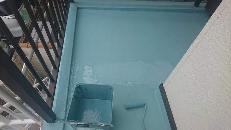 ウレタン防水工事のトップコートの施工