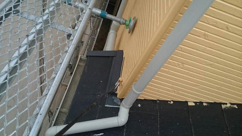 下屋根のチョーキング現象が発生したスレート瓦