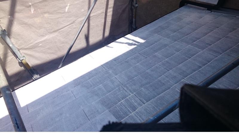 下屋根の屋根塗装の下塗り