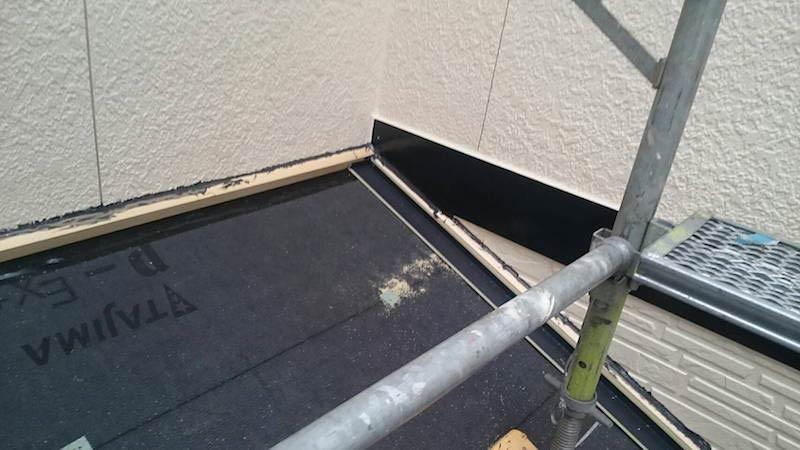 下屋根の棟下地の施工