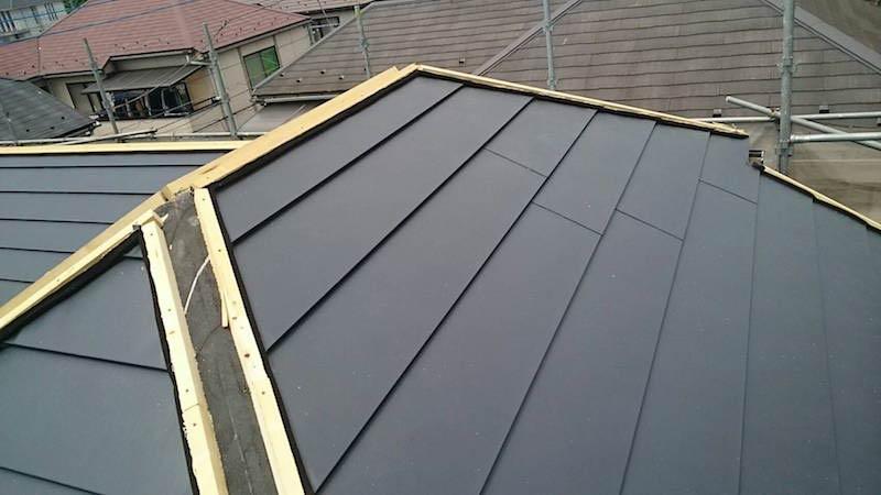 屋根本体ガルバリウム鋼板の施工
