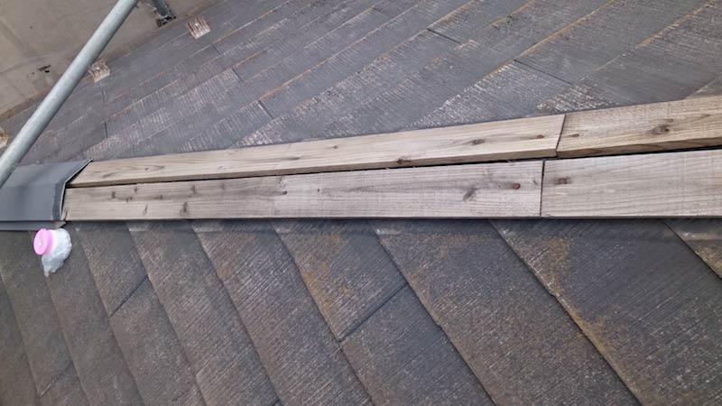 スレート屋根の棟板金の飛散