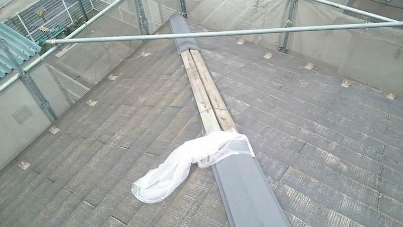 スレート屋根の棟板金の捲れ