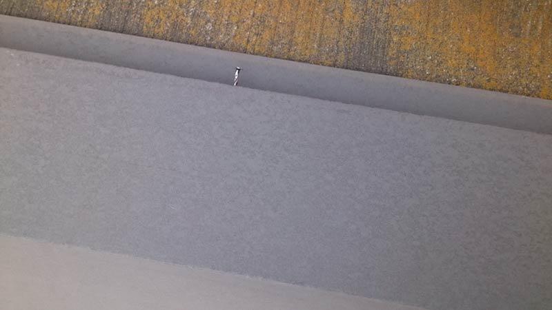 スレート屋根の棟板金の釘の浮き
