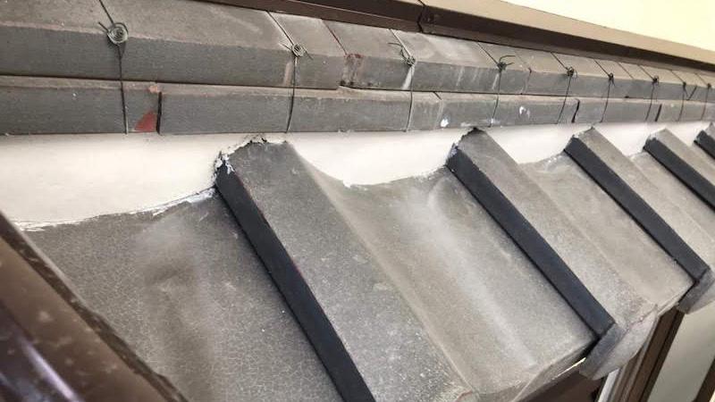 下屋根の漆喰補修工事